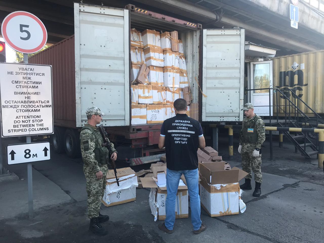 В порту Одеси виявлено парфуми та одяг відомих брендів на 10 мільйонів гривень