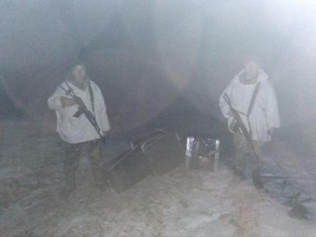Три тисячі пачок цигарок: чернівецькі прикордонники пострілами зупиняли контрабандистів (ФОТО)