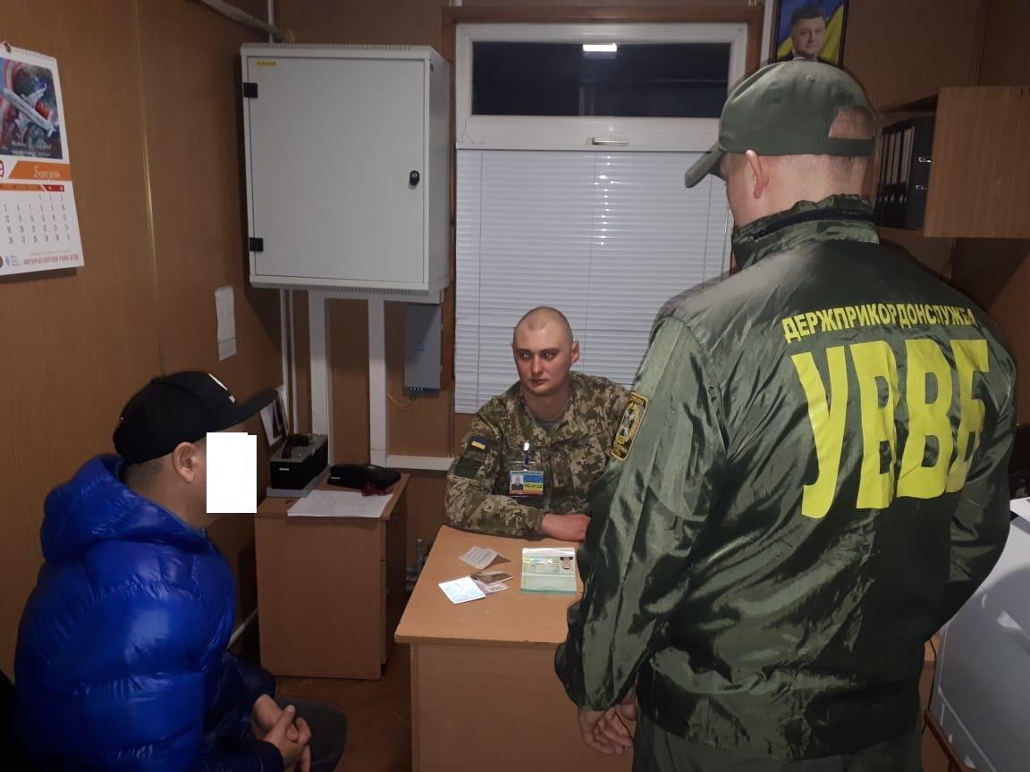 """Результат пошуку зображень за запитом """"Українських прикордонників двоє іноземців не підкупили ні за євро, ні за гривні"""""""
