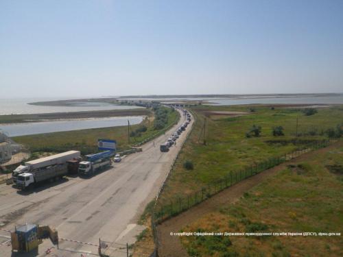На адміністративній межі з АР Крим продовжується накопичення авто через дії окупаційних російських служб