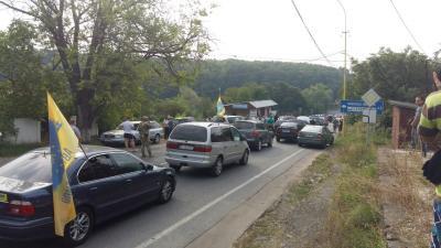 Владельцы нерастаможенных авто блокировали погранпереходы с 3-мя странами