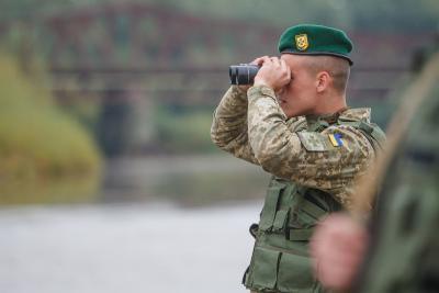 На кордоні з Московією прикордонники затримали українця, який працював на медіа-ресурси незаконних збройних формувань