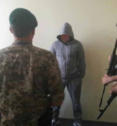 В аеропорту «Херсон» затримали росіянина, що розшукувався за вбивство
