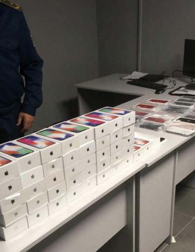 Ваэропорту Одессы задержали партию iPhone Xнаодин млн. грн